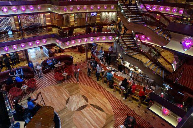 кораб costa fascinosa main cruise ship