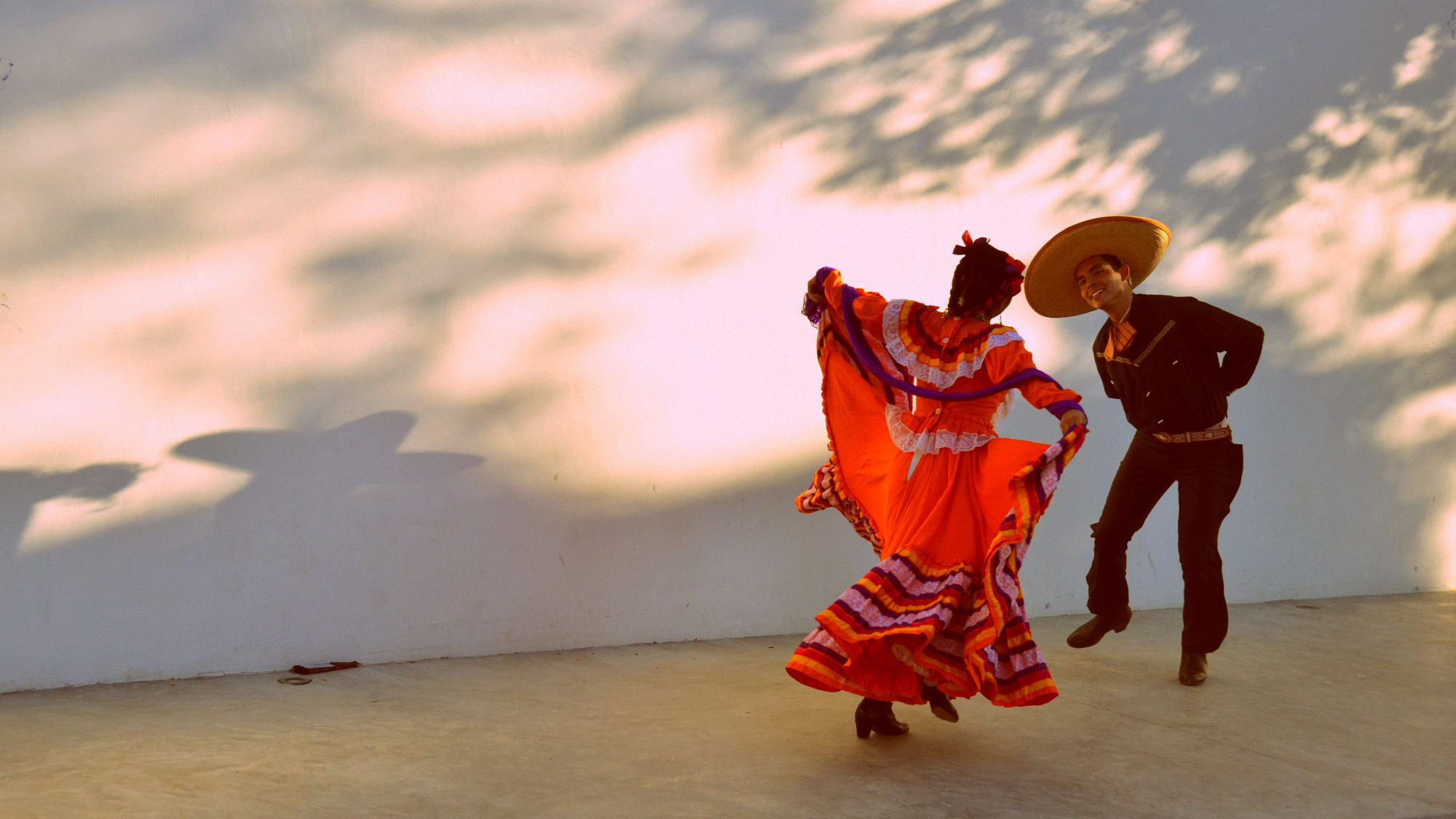 mexico dancing couple